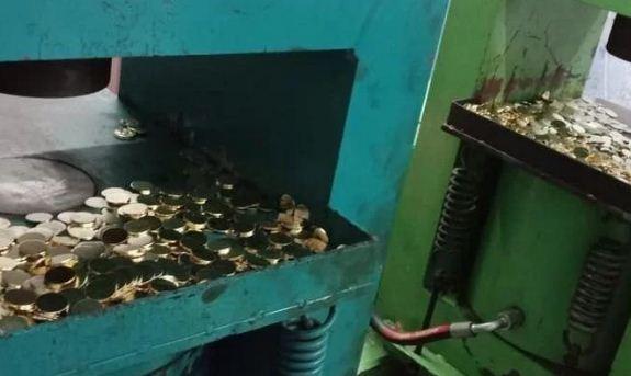 5 के नकली सिक्को की फेक्टरी पकड़ी