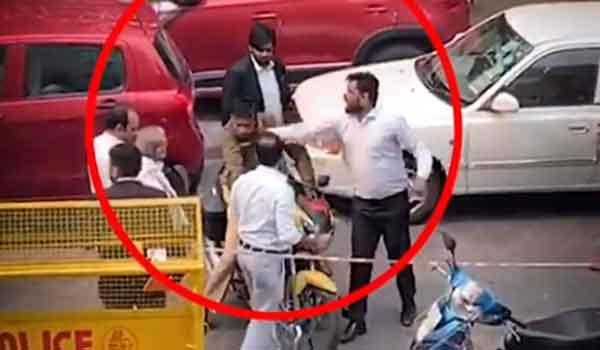 मांगो पर आश्वासन से  खत्म हुआ पुलिस वालो का धरना