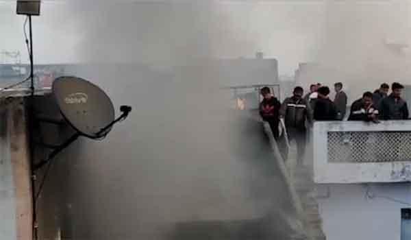 दिल्ली के अनाज मंडी में आग से अबतक 32 मरे